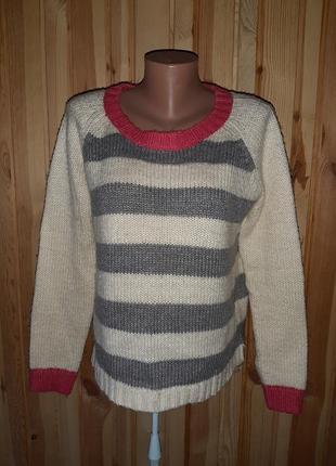Красивый бело-серо-розовый свитер