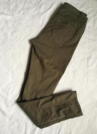 Стильные легкие джинсы цвет хаки раз m(46)