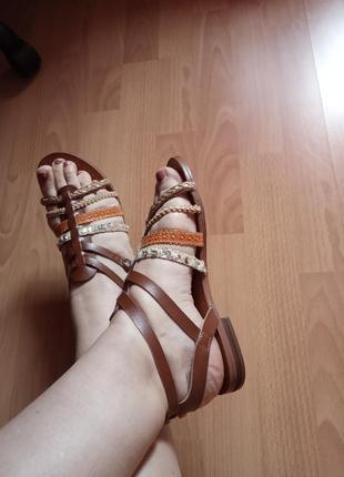 Кожаные босоножки,сандалии,балетки,37р.от английского бренда young spirit.