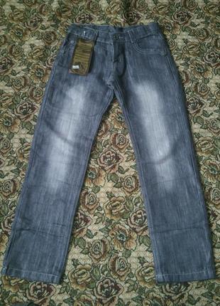 Новые джинсы на мальчика, в поясе есть резинка