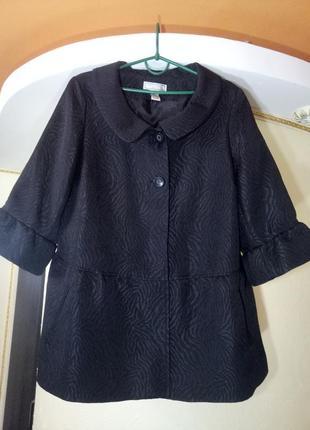 Актуальное пальто-манто с оборками,очень большого размера