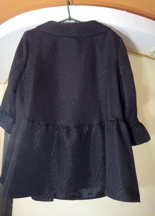 Актуальное пальто-манто с оборками,очень большого размера2