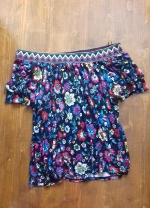 Блуза свободного кроя с открытыми плечами вышиванка