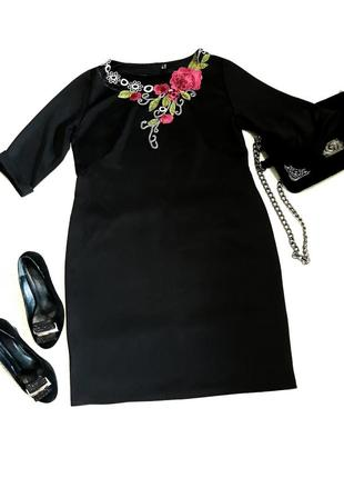 Очень красивое черное платье с вышивкой цветы