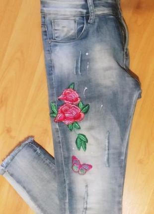 Дизайнерские, премиальной коллекции джинсы с вышевкой.