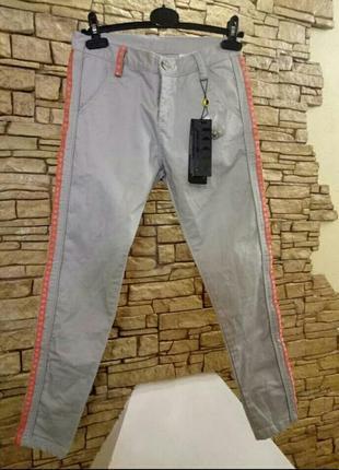 Тредовые брюки с лампасами,доступны в размере xs, m