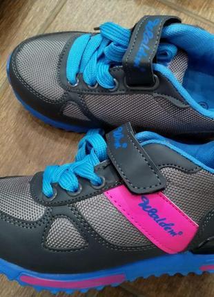 Детские кроссовки на липучках и шнурках