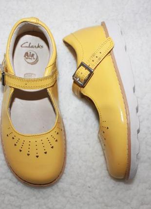 Стильный кожаные туфли фирмы clarks  27.5 размера по стельке 17,5-17,7 см.