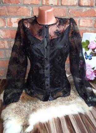 Черная блуза с вышивкой роз