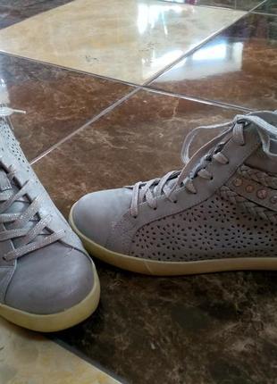 Шикарные серебристые ботинки graceland