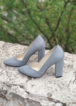 Шикарные туфли  из натуральной кожи( замши)  на высоком каблук 9 - 9,5см от производителя