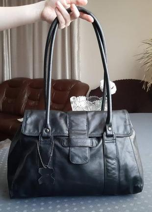 Кожаная вместительная черная сумка фирмы f&f