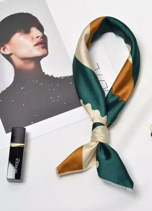 Стильный атласный платок