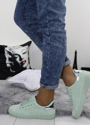 Новые зеленые женские кроссовки
