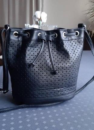 Красивая черная сумка мешок кроссбоди фирмы atmosphere в новом состоянии