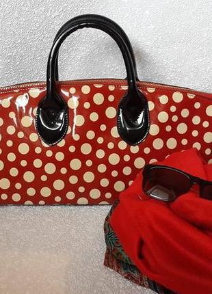 Лаковая моднейшая сумка в горохи
