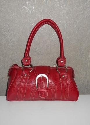 Кожаная мягкая сумочка , известного бренда. маленькая но вместительная.
