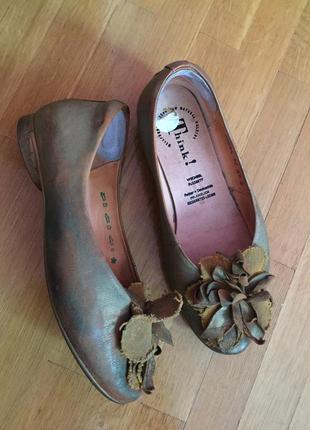 Шикарные яркие туфли кожа  think! 37 размер на средню/широкую ногу