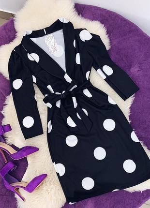 Стильное платье в крупный горошек в наличии черное белое
