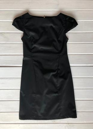 Маленькое черное платье, атласное