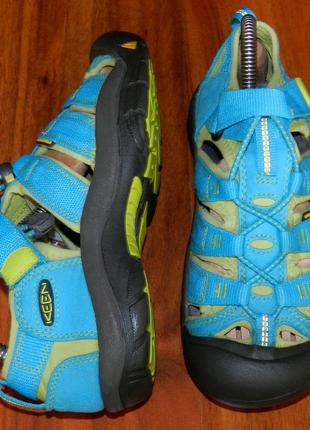 Keen ! оригинальные, стильные, надежные сандалии-босоножки с закрытым носком