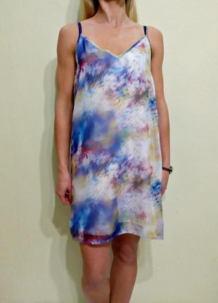 Платье прямого кроя с открытой спиной