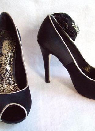Туфли нарядные с цветком