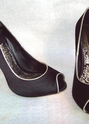 Туфли нарядные с цветком3 фото