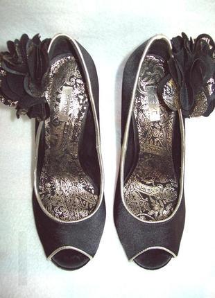 Туфли нарядные с цветком4 фото