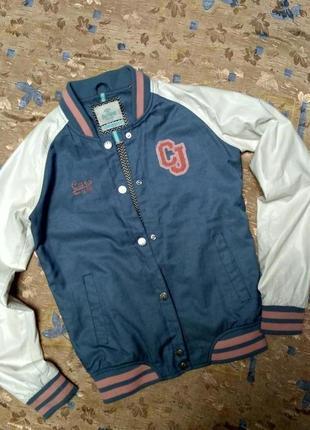 Модная подростковая куртка-ветровка