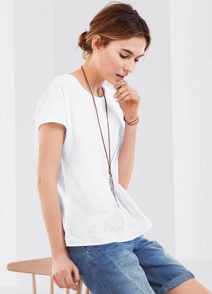 Белоснежная футболка с красивой вышивкой от tchibo - 100% хлопок