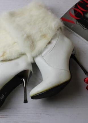 Шикарные белые кожаные сапожки с мехом на каблуке, 37