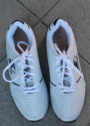 Комфортные облегченные кроссовки starter