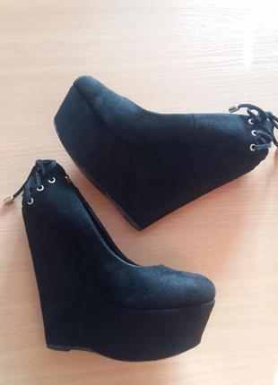 Нарядные замшевые туфли и сумка в подарок !!!