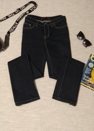 Стильные джинсы с идеальной посадкой от бренда zara-плотные и стрейчевые.размер 40.