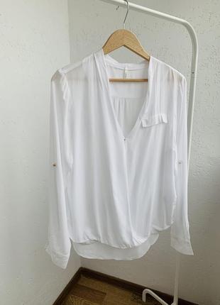 Белая блуза на запах рубашка