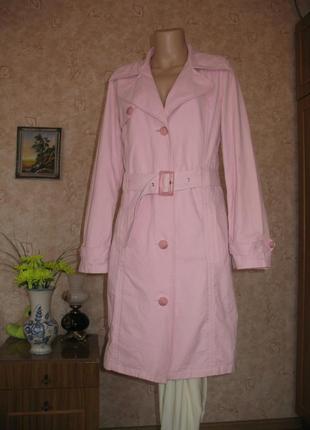 Оригинальный красивый нежно- розовый плащ размер 36