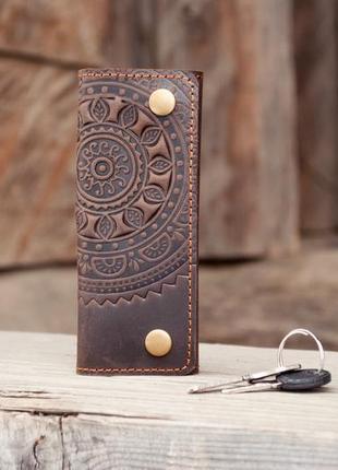 Ключница кожаная коричневая с орнаментом тиснение солнце