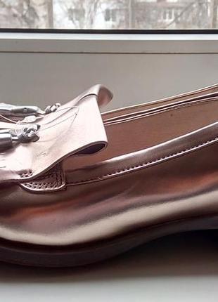 Фирменные кожаные золотистые лоферы clarks(original).