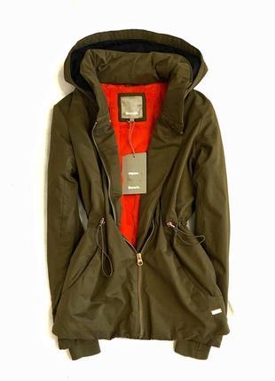 Водонепроницаемая и ветронепродувная куртка британского бренда bench