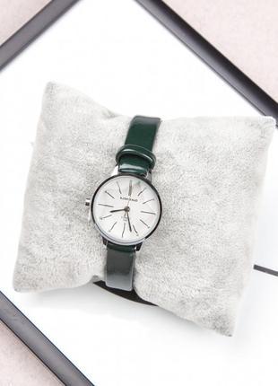 Часы наручные водонепроницаемые с зеленым ремешком