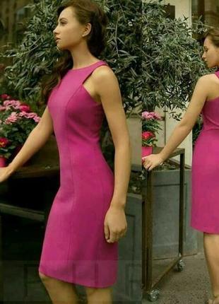 Очень красивое платье-футляр