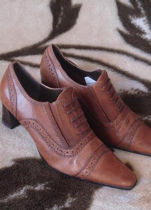 Очень красивые фирменные кожаные туфли/лоферы