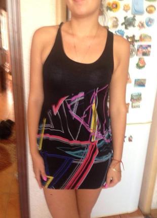 Летнее платье бочонком с абстрактным рисунком2 фото