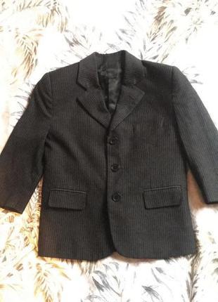 Черный классический пиджак на мальчика в полоску