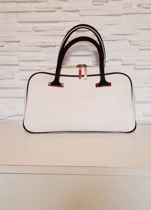 Стильная небольшая сумочка в руку lacoste