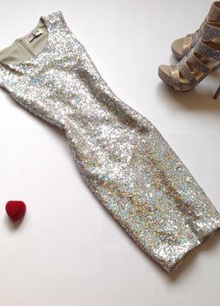 Серебристое платье в пайетки