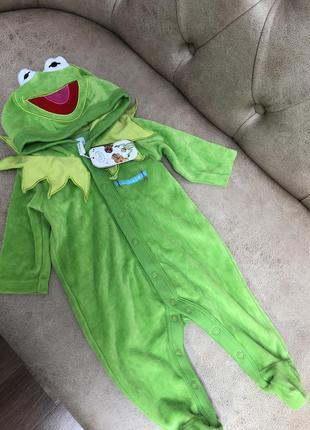 Дуже цікавий чоловікок жабка