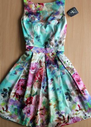Шикарное  платье в цветочный принт фирма atmospere