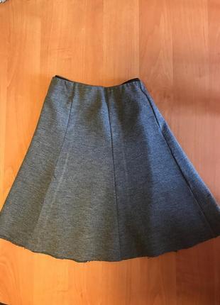 Трикотажная юбка на резинке с необработаным краем